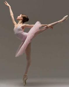 Jordan Coutts – Ballet: The Best Photographs Ballet Images, Ballet Pictures, Dance Pictures, Vaganova Ballet Academy, Ballet Dance Photography, Dance Poses, Ballet Beautiful, Ballet Dancers, Ballerinas