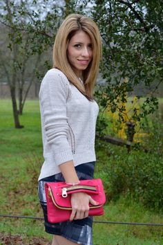 Pink Bag and Sweater for Spring fashion, this outfit is so trendy and inexpensive, great for everyday or special occasion. The pink bag is just perfect accessory for every look.