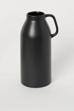 Høy vase i stengods - Sort - Home All Small Glass Vases, Tall Vases, Schwarz Home, Vase Noir, Grand Vase En Verre, Home Interior Accessories, Puppy Palace, Grands Vases, Basket Tray