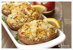 Crab Stuffed Portobello Mushrooms: Portobello mushrooms stuffed with a flavorful mixture of lump crab, panko, lemon, thyme and garlic make a delicious, light main course or appetizer. Crab Stuffed Portobello Mushrooms, Portobello Mushroom Recipes, Portabello Mushrooms, Portobello Rellenos, Tapas, Crab Recipes, Yummy Recipes, Veggie Recipes, Recipies
