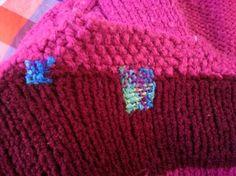 全く違う色合いの毛糸でできた穴をお直し。  おんなじ色じゃなくても可愛いのはどうしてでしょう♡