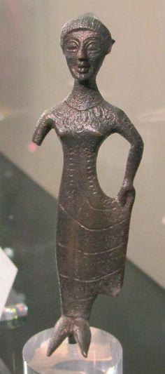 Bronzetto votivo di figura femminile con tutulus, etruria sett. VI sec.l ac.