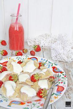 Polish dumplings with strawberries // Pierogi z truskawkami Polish Dumplings, Strawberries, Cereal, Breakfast, Food, Morning Coffee, Strawberry Fruit, Essen, Meals