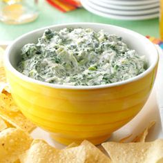 Jalapeno Spinach Dip Recipe - NO ARTICHOKE! Everyone loves spinach dip, and this version is as easy as it is delicious. Just mix the ingredients together in the slow cooker for a savory and creamy appetizer. Appetizer Dips, Appetizer Recipes, Potluck Appetizers, Dip Recipes, Snack Recipes, Breakfast Recipes, Slow Cooker Recipes, Cooking Recipes, Crockpot Recipes