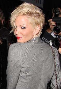 Wish I had a long, thin neck - I'd get this cut for sure - love that sassy hair!
