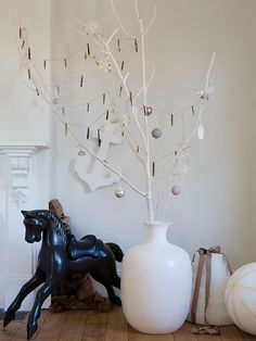 The magic of the winter forest: DIY Christmas decoration with dry branches Christmas Branches, Christmas Crafts, Christmas Decorations, Christmas Ornaments, Holiday Decorating, Christmas Stuff, Xmas, White Branches, Tree Branches