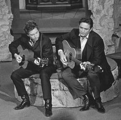 "Bob Dylan & Johnny Cash perform ""Girl from the North Country"" together on 'The Johnny Cash Show' in 1969"