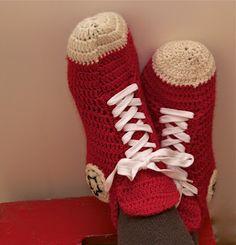 My Crochet Converse Slippers - English Instructions Free pattern Crochet Gratis, Crochet Slippers, Knit Or Crochet, Cute Crochet, Crochet Baby, Ravelry Crochet, Converse Slippers, Mens Slippers, Crochet Slipper Pattern