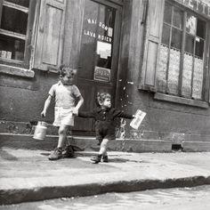 Robert Doisneau, Rue Marcellin Berthelot, Choisy-Le-Roi, c.1945
