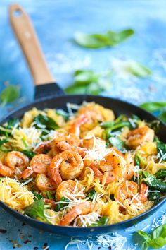 Shrimp Scampi Spaghetti Squash - Damn Delicious Everyone's favorite shrimp scampi with a low-carb, healthier alternative to pasta using spaghetti squash! It's still amazingly buttery and garlicky with half the calories! Clean Eating, Healthy Eating, Spaghetti Squash Shrimp Scampi, Baked Spaghetti Squash, Courge Spaghetti, Scampi Recipe, Cooking Recipes, Healthy Recipes, Cooking Ribs