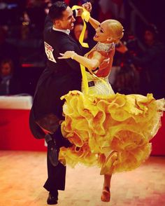 Emanuel Valeri and Tania Kehlet 2017 - loving the yellow gown and layers of hem like petals of a rose