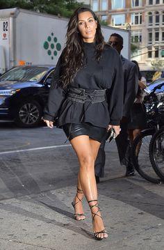 10 модных образов Ким Кардашьян в вещах Канье Уэста