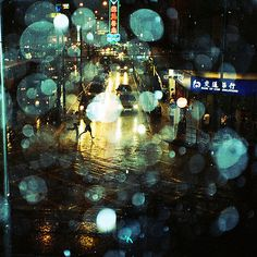Image uploaded by Vitória Amarante . Find images and videos about night, city and light on We Heart It - the app to get lost in what you love. Night Time Photography, Color Photography, Street Photography, Bokeh Photography, I Love Rain, Rainy Night, Rainy Days, Night Rain, Holga