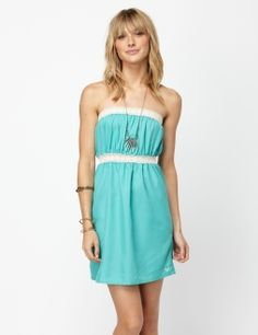 this would make a really simple but cute beach cover-up. pair it with a bright colored bikini and purple/pink flip flops
