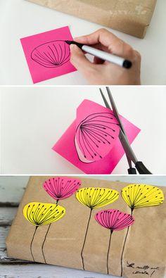 ①紙袋をボックスを包むのに必要なサイズにカットします。  ②ポストイットに絵を描いて切り出します。  ③包装紙で包んだプレゼントに直接茎の絵を描きます。  ④②のお花を茎の絵にあわせて貼付けて完成です。