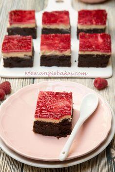 Kakaový brownie cheesecake s malinovou vrstvou | Angie