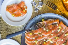 Ginger cured salmon gravlax Salmon Recipes, Raw Food Recipes, Seafood Recipes, Snack Recipes, Healthy Recipes, Snacks, Healthy Food, Fresh Seafood, Fish And Seafood