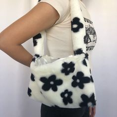 Aesthetic Bags, Aesthetic Clothes, Aesthetic Fashion, Fashion Bags, Fashion Outfits, Yeezy Fashion, Crochet Top Outfit, Fur Bag, Cute Outfits