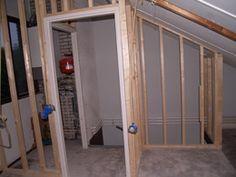 Afbeeldingsresultaat voor zolder aftimmeren Bookshelf Door, Attic Remodel, Hidden Storage, Home Improvement, Sweet Home, Loft, Doors, Mirror, House