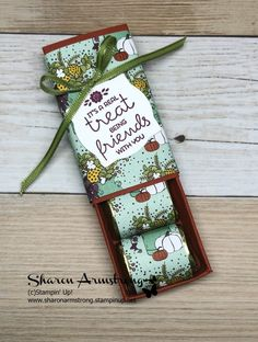 Did you know that handmade treat boxes for Hershey Nuggets is one of the easiest candy favor boxes you could make? Such a great handmade gift idea too. Chocolate Christmas Gifts, Christmas Candy Gifts, Christmas Cards, Wedding Favors And Gifts, Homemade Wedding Favors, Craft Fair Ideas To Sell, Thanksgiving Favors, Hershey Nugget, Candy Crafts