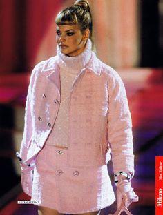 LINDA EVANGELISTA Gianni Versace Show A/W 1994
