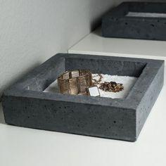 space+ concrete bowl for little items (keys, jewellery, coins etc.) by German Designer Jung und Grau Betonmöbel