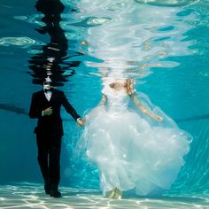 15 Underwater Wedding and Engagement Photos That Are AMAZING via Brit + Co.