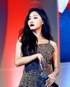 Check out Mamamoo @ Iomoio Jeonju, South Korean Girls, Korean Girl Groups, Rapper, Mamamoo Kpop, Solar Mamamoo, Soyeon, Girl Crushes, Kpop Girls