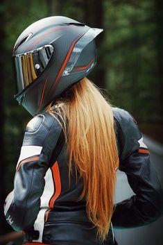Motorcycle Wear, Womens Motorcycle Helmets, Agv Helmets, Riding Helmets, Hot Blonde Girls, Hot Girls, Motorbikes Women, Biker Girl, Hot Blondes