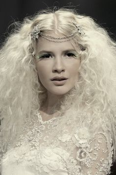Angelique Headpiece from @Claire Pettibone - LOVE her hair! <3