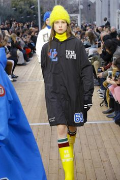 The complete Undercover Fall 2018 Ready-to-Wear fashion show now on Vogue Runway. Urban Cowboy, Autumn Fashion 2018, Fashion Show Collection, Undercover, Fall 2018, Streetwear Fashion, Womens Fashion, Fashion Trends, Ready To Wear