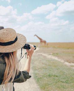 Safari Hat in Africa Isla Phi Phi, Photos Voyages, I Want To Travel, African Safari, African Art, Travel Goals, Travel Hat, Travel Fashion, Vacation Travel