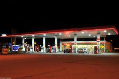 total tankstation langs de E17 in Kalken Basketball Court, Street View, Pictures, Night