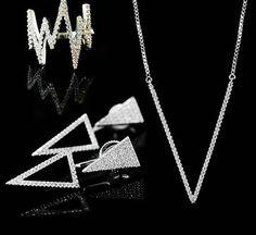 Conjunto Polygon - Design geométrico que valoriza a tendência minimalista. Nesta versão, banhado a ouro branco com cravações de zircônias cristal. #maitejoias #coleçãoRio #lançamento #semijoiasfinas #semijoiasdeluxo #semijoiasfolheadas #moda #acessorios #acessoriosdeluxo #lookdodia #umajoiaidealparacadamulher #umajoiaparavoce #loucasporsemijoias #transformandomomentosfelizesemjoias #instajoias #jewerly #umajoiamudatudo #usesemijoias…