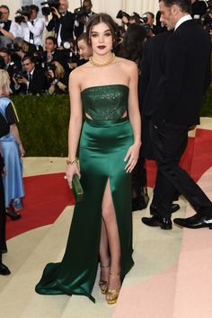 Hailee Steinfeld attends the 'Manus x Machina: Fashion In An Age Of Technology' Costume Institute Gala at Metropolitan Museum of Art on May 2, 2016 in New York City.
