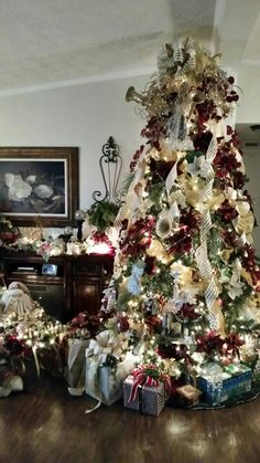 Cranberry/ivory Christmas tree
