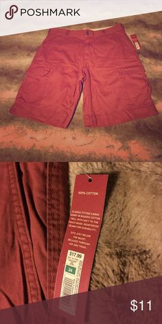 Brand New Never Been Worn Merona Cargo Shorts! Men's Burgundy Cargo Shorts by Merona in Size 34!! These shorts are brand new and have never been worn. Tags are still attached 😎😎😎 Make me an offer 🙃🙃 Merona Shorts Cargo