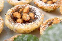 Sicilské mandlové koláčky Russian Recipes, Doughnut, Baked Potato, Baked Goods, Cheesecake, Treats, Fresh, Ethnic Recipes, Sweet Stuff