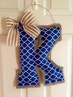 UK Wildcats K burlap door hanger. Measures approximately15 inches in length. Can be customized with different blue and white fabric just message