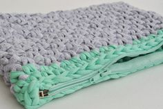 Julia Clutch Pdf crochet pattern by Bobbiny! Trapillo, trapilho, t-shirt yarn, tek-tek yarn!
