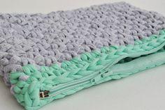 Julia Clutch Pdf crochet pattern by Bobbiny! Trapillo, trapilho, t-shirt yarn, tek-tek yarn!