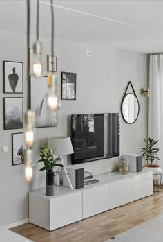 7 Warm and Comfortable Living Room Designs - Focus wall design inspiration for . 7 Warm and Comfortable Living Room Designs - Focus wall design inspiration for small living rooms - Comfortable Living Rooms, Small Living Rooms, Home And Living, Tv Room Small, Tv In Living Room, Dining Room, Small Spaces, Living Area, Living Room White