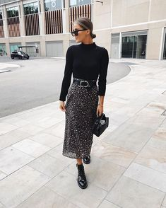 Classy Midi Skirt Outfit for Women Modest Outfits, Modest Fashion, Trendy Outfits, Cool Outfits, Fashion Outfits, Winter Outfits, Apostolic Fashion, Modest Wear, Midi Skirt Outfit