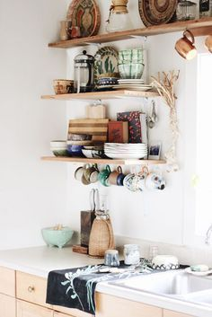If you are looking for Bohemian Style Kitchen Decor Ideas, You come to the right place. Below are the Bohemian Style Kitchen Decor Ideas. This post ab. Bohemian Kitchen Decor, Eclectic Kitchen, Kitchen Rustic, Bohemian Decor, Diy Home Decor, Room Decor, Home Decor Accessories, Kitchen Accessories, Home And Deco