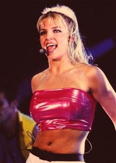 Britney Spears in her prime. I guess we can't disregard she was a part of the late This picture is mostly for the body glitter idea, don;t wear this lol Britney Spears, Gwen Stefani, Hard Rock, Techno, Britney Jean, 90s Girl, Beauty Kit, Beauty Products, 90s Fashion