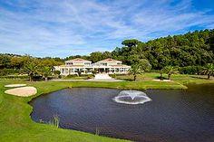 Club house du Riviera golf http://www.ot-mandelieu.fr/vacances-cote-d-azur/golfs-mandelieu/golfs-mandelieu.php