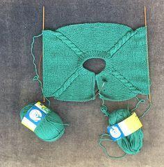Baby Sweater Knitting Pattern, Crochet Baby Cardigan, Knit Baby Sweaters, Crochet Baby Booties, Baby Blanket Crochet, Baby Knitting, Crochet Hats, Newborn Hats, Baby Hats