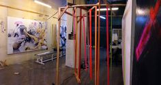 """Blick ins Atelier von Magnus Hengge, links: kleiner Testaufbau """"Raum der Farben"""""""