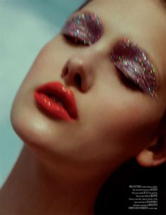 glittery lids // #sparkle eye makeup and a red lip