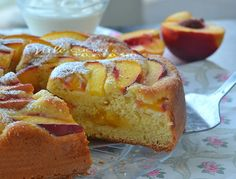 Torta alle pesche con yogurt e marmellata Bakery Cakes, Summer Fruit, French Toast, Food And Drink, Chocolate, Baking, Breakfast, Desserts, Birthday